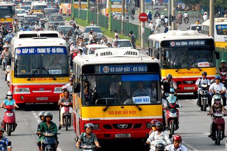 Xe buýt được đề nghị giảm hoặc  miễn đóng phí bảo trì đường bộ