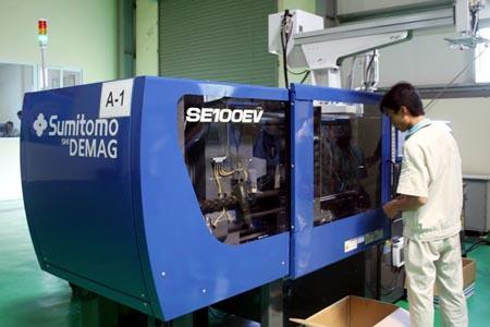 Dây chuyền sản xuất tại Nhà máy M1 của Viettel. (Ảnh: T.H/Vietnam+)