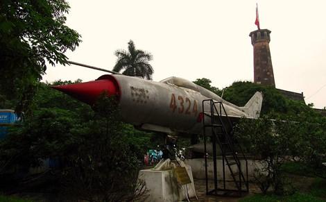 Chiếc MiG-21 số hiệu 4324 (do nhiều phi công lái) bắn hạ tổng cộng 14 máy bay Mỹ.