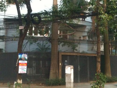 Căn biệt thự hàng trăm m2 sàn với hai mặt tiền tại phố Trần Điền của gia đình ông Oai.
