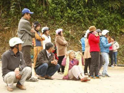 Người dân tụ tập đòi nợ tại Nhà máy vàng Phước Sơn