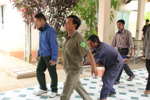 Hơn 7 giờ sáng, xác nạn nhân cuối cùng là em Võ Tấn Tài cũng được đưa về nhà xác bệnh viện
