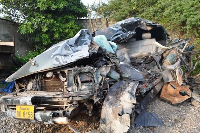 Chiếc xe 7 chỗ nát bét hoàn toàn sau khi xảy ra tai nạn.