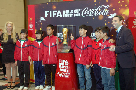 CLB Bóng đá Vì Cộng đồng giao lưu với đại diện FIFA, Coca-Cola