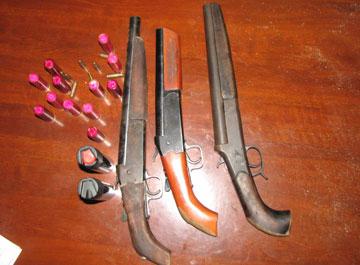 Vũ khí nhóm Xuân điên dùng để hạ sát Long tuýp (Ảnh: ANHP)