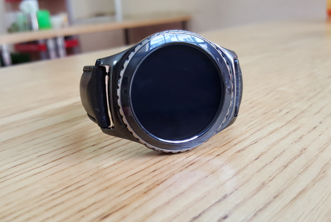 tren tay smartwatch gear s2 classic chong nuoc hinh anh 1