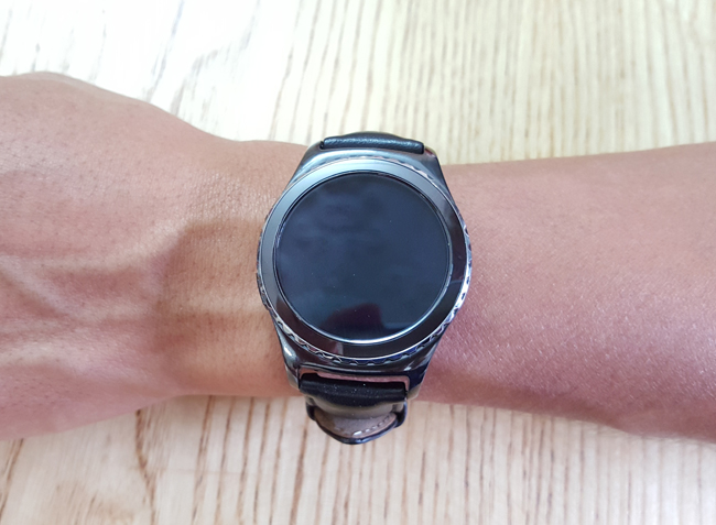tren tay smartwatch gear s2 classic chong nuoc hinh anh 4