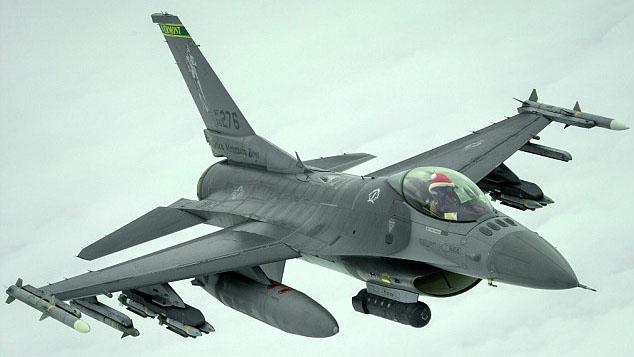 Phi công Mỹ đội mũ đỏ khi thực hiện nhiệm vụ không kích IS