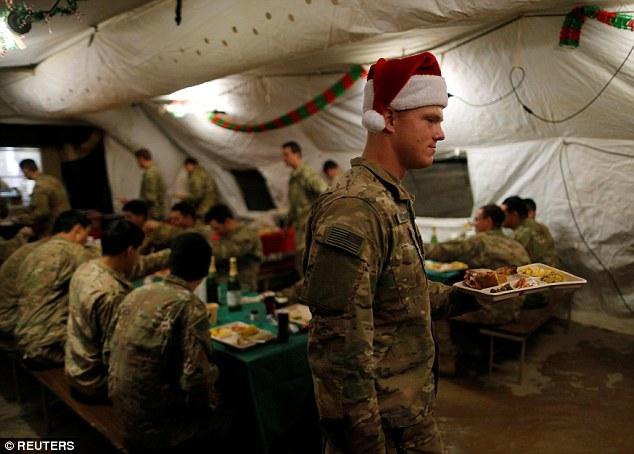 'Ông già Noel' lái chiến đấu cơ không kích IS ảnh 3