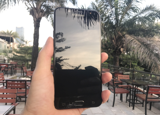 tren tay samsung galaxy j7+, co camera kep cuc