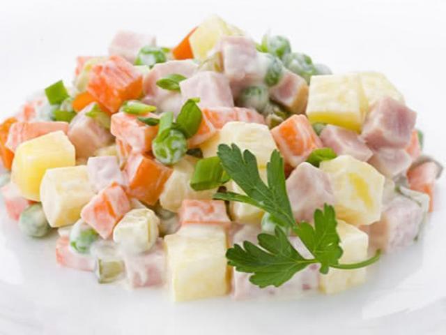 Công thức làm salad Nga đơn giản, thanh mát ngon hơn ngoài hàng