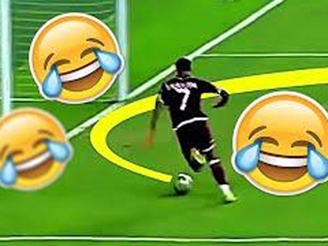 """10 bàn thắng """"khó đỡ"""" nhất trong lịch sử bóng đá"""