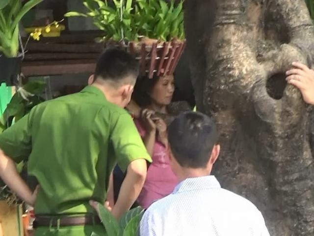 Giải cứu người phụ nữ bị kẻ lạ cầm hung khí dí vào cổ, bắt làm con tin