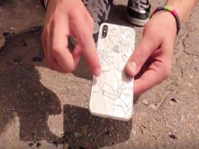 TRANH CÃI: Thả rơi iPhone X từ 6 mét vỡ tan tành