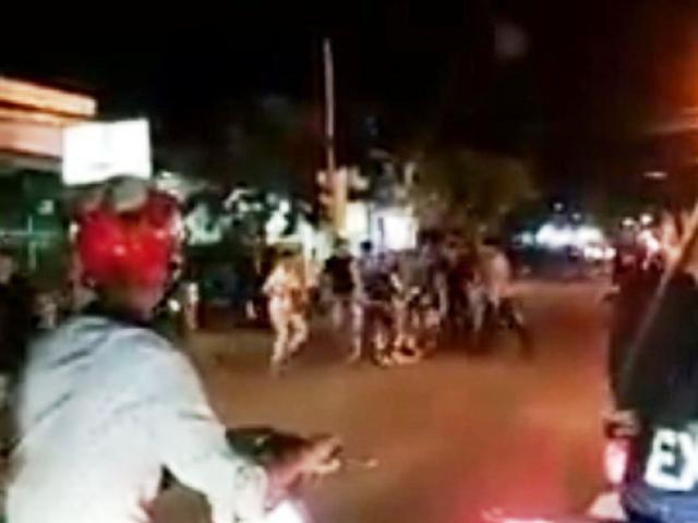 Hàng chục người chém gục đối thủ rồi kéo lê nạn nhân