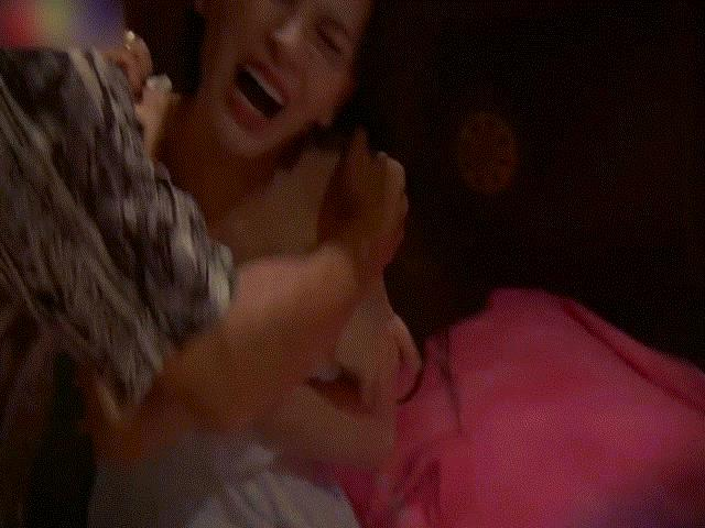 Quang Tèo lột áo Phi Huyền Trang trong hài tết gây phản cảm