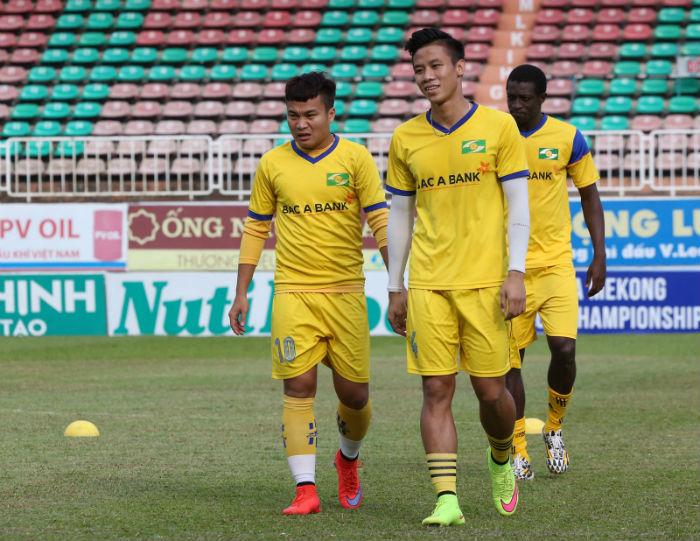 """Phan Văn Đức và 15 cầu thủ sắp đáo hạn hợp đồng: SLNA """"tan đàn xẻ nghé""""? - Ảnh 1."""