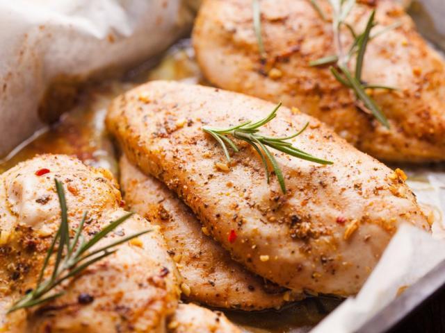 8 sai lầm tai hại khi chế biến thịt gà khiến bạn rước bệnh vào thân