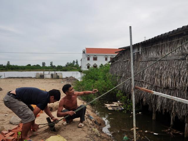 Lo thảm họa bão Linda, người Cà Mau mong bão Tembin tan ngoài biển