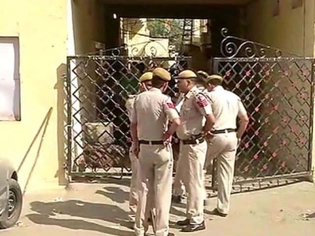 """200 """"nô lệ tình dục"""" bị nhốt ở Ấn Độ: Nơi nhốt như mê cung"""