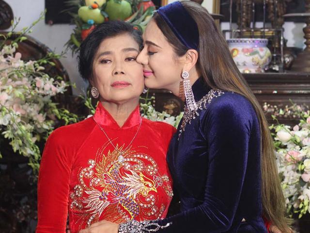 Mẹ Lâm Khánh Chi xúc động dặn dò con gái khi trao của hồi môn