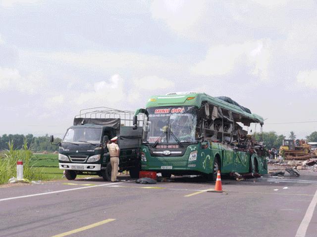 13 người tử vong trong xe khách - vụ tai nạn thảm khốc nhất năm 2017