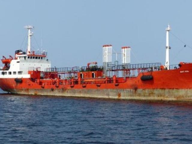 Tàu Nga bí mật bơm dầu cho Triều Tiên ngay giữa biển?