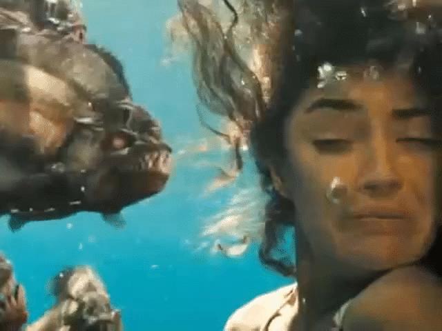 Liều mạng bơi giữa đàn cá ăn thịt piranha và cái kết bất ngờ