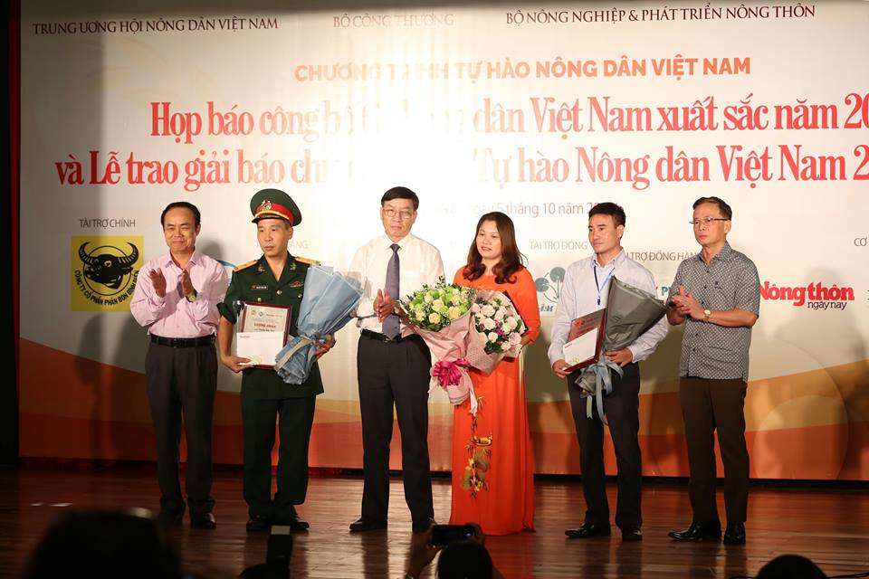 le trao giai bao chi toan quoc tu hao nd viet nam 2017- 2018 hinh anh 18