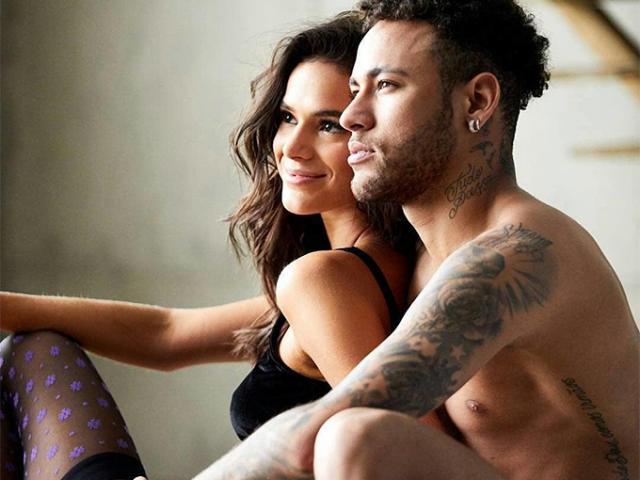 """""""Danh thủ 6000 tỷ"""" Neymar làm điều bất ngờ với mỹ nhân lộ """"cảnh nóng"""""""