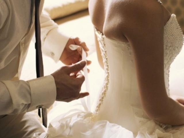 Đêm tân hôn, không thấy dấu vết trinh nguyên, tôi vẫn ôm vợ vào lòng khi nhìn thấy thứ này