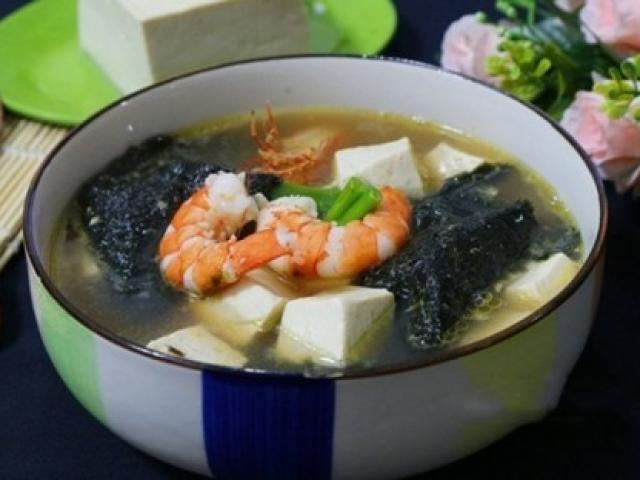 Canh rong biển nấu tôm bổ dưỡng