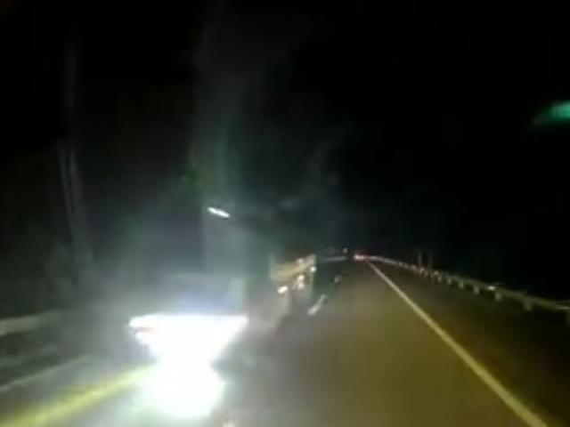Tài xế rùng mình kể lại pha tránh xe tải ngược chiều cao tốc