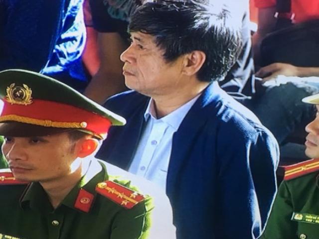 Giữa phiên xử, ông Nguyễn Thanh Hóa tăng huyết áp, phải vào phòng y tế