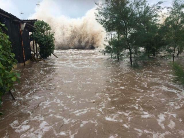 Áp thấp nhiệt đới giật cấp 9 vào Biển Đông, sắp mạnh lên thành bão