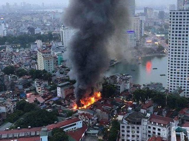"""Vụ cháy nhà trọ làm 2 người chết ở Đê La Thành: Khởi tố ông Hiệp """"khùng"""""""