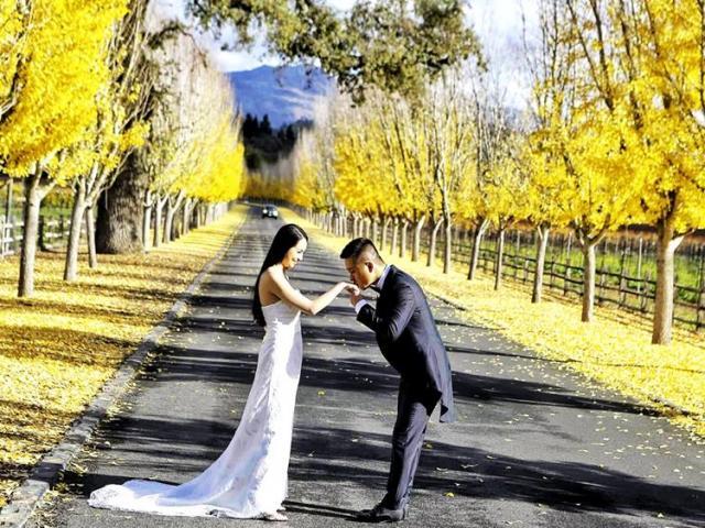 """Tuấn Hưng tung ảnh """"cưới lần 2"""" ở Mỹ, dàn sao Việt bất ngờ lên tiếng"""