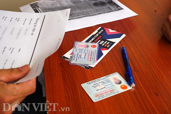 Vé chỉ được giao khi nhân viên của VFF đối chiếu các thông tin mã đặt vé, giấy uỷ quyền và giấy tờ tuỳ thân khớp nhau.