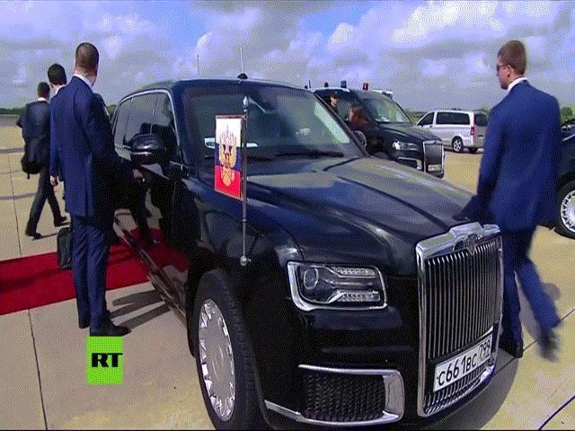 """Siêu xe """"boong-ke 4 bánh"""" của ông Putin gây """"lóa mắt"""" ở hội nghị G20"""