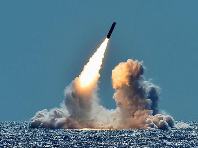 Tàu ngầm hạt nhân Nga phóng thành công tên lửa đạn đạo cực mạnh