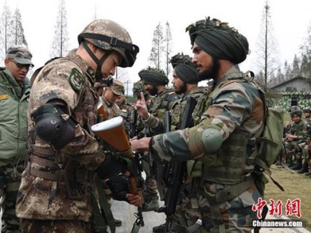 """Quan hệ quân sự mật thiết của Ấn Độ với Nga - Mỹ đang """"bóp nghẹt"""" Trung Quốc?"""