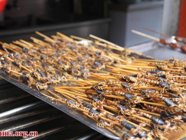 Đến Bắc Kinh nhất định phải dạo phố thử hết những món ăn vặt này