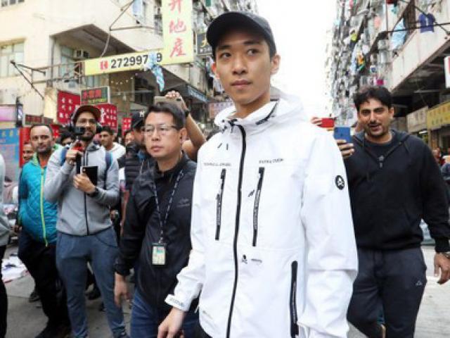 """Hồng Kông: Người rải mưa tiền trở lại, """"lợi hại"""" hơn xưa"""