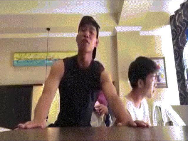 """Xuân Trường, Văn Thanh nhí nhảnh cover """"Một nhà"""" gây sốt"""