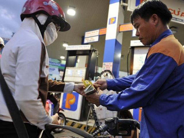 Giá xăng dầu giảm lần thứ 5 liên tiếp, về mức thấp kỉ lục trong nhiều năm qua