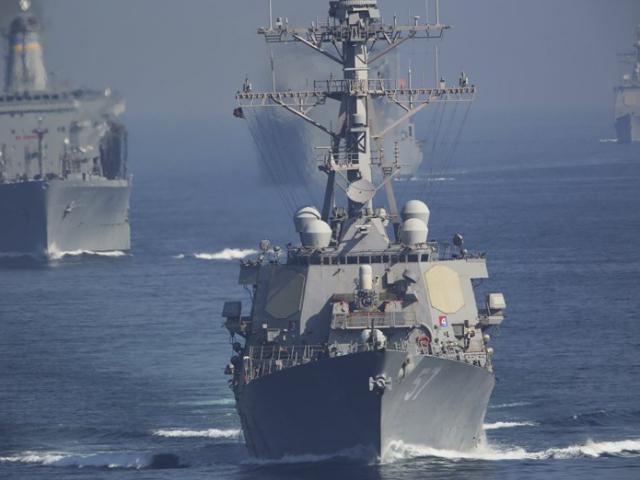 30 tàu Iran phóng rocket về phía tàu sân bay Mỹ ở vịnh Ba Tư