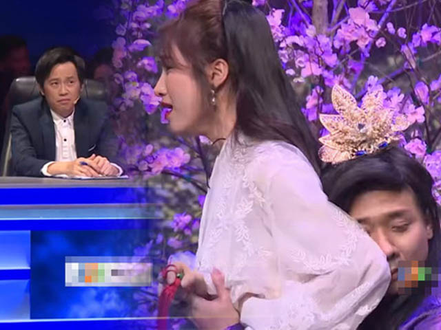 """24h HOT: Hoài Linh khó chịu khi Trấn Thành ôm Hòa Minzy """"quá đà"""""""