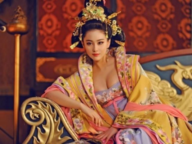 Hoàng hậu TQ xuất thân từ kỹ nữ, ngang nhiên tuyển trai đẹp để ngoại tình