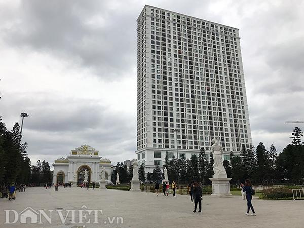 Trong dịp nghỉ Tết dương lịch, thành phố Hà Nội đón đợt rét đậm, nhiệt độ giảm xuống dưới 20°C. Người dân hạn chế ra đường.