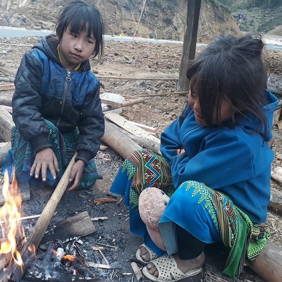 Cận cảnh: Người vùng cao Sơn La co ro trong giá rét khủng khiếp